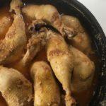 Hühner-Erdnuß-Topf im Dutch Oven