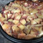 Gestürzter Apfelkuchen aus dem Dutch Oven
