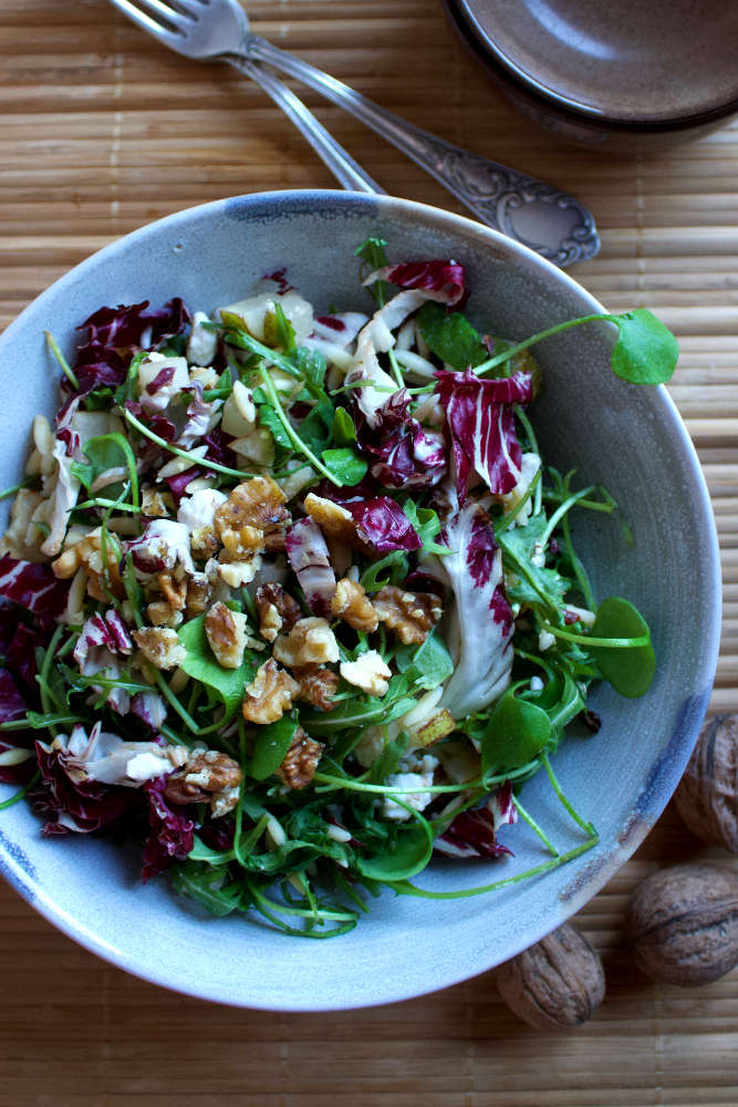 Schuessel Salat mit Postelein